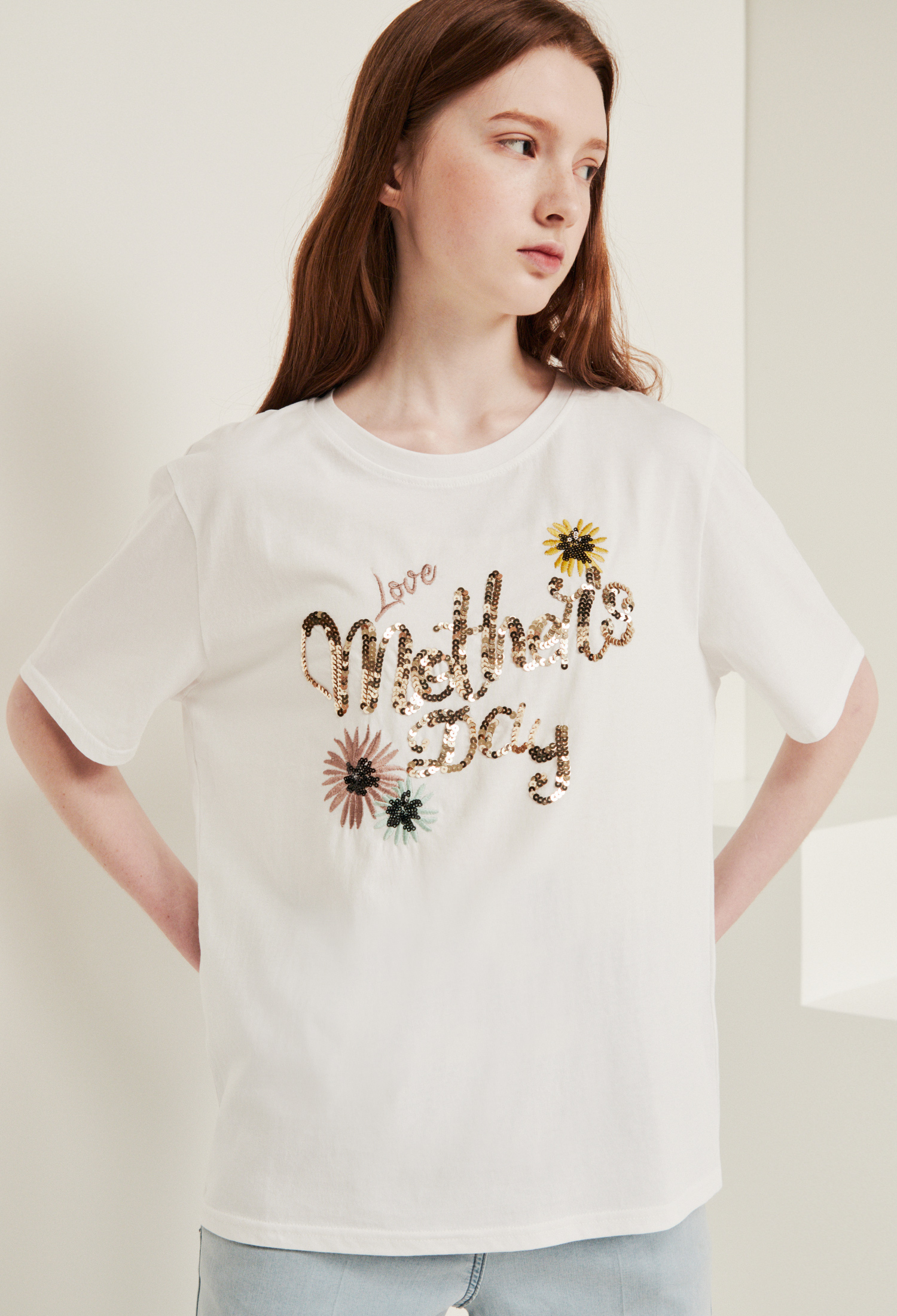 자수 스팽글 레터링 티셔츠 (WHITE)