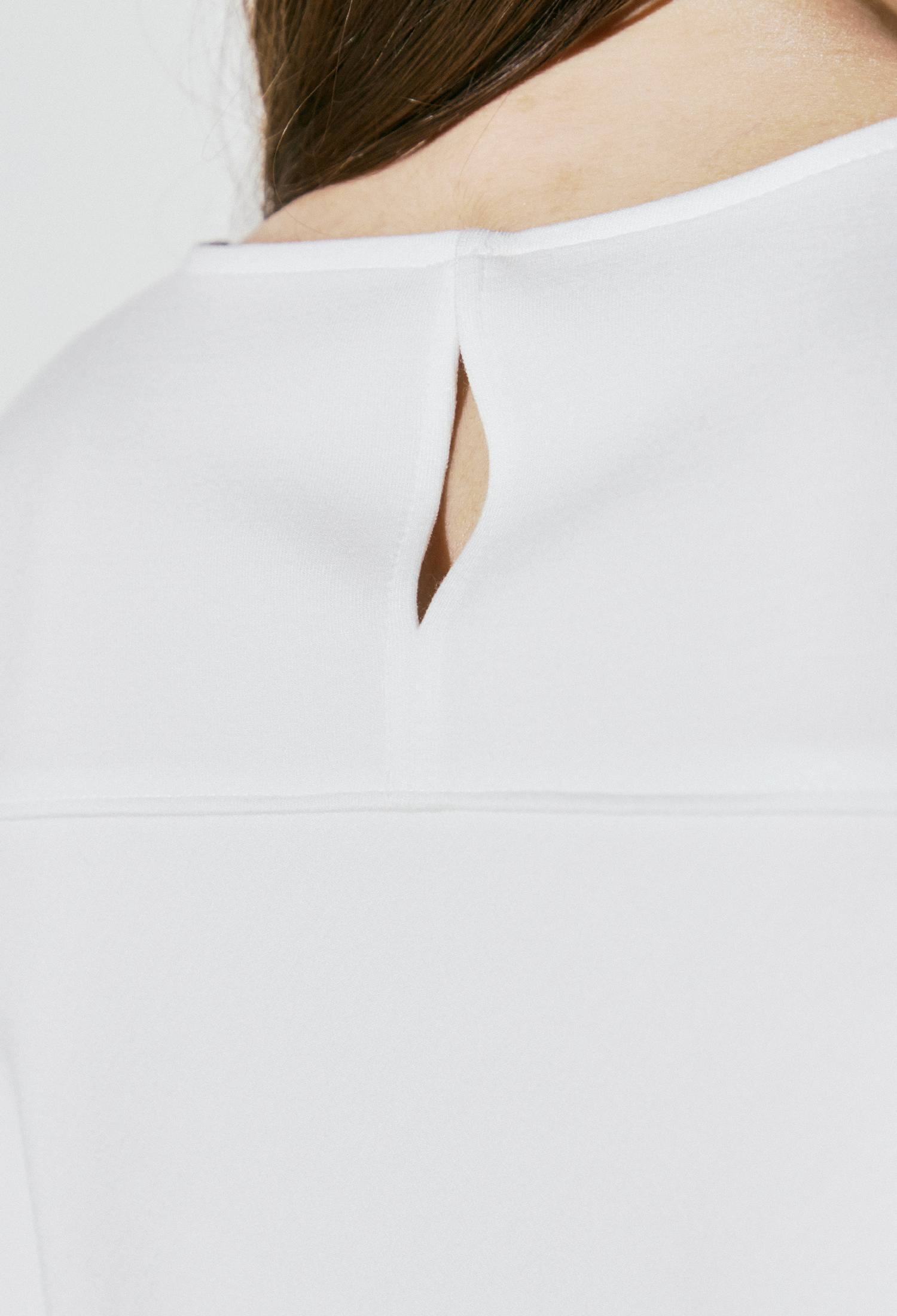 플로럴 자수 프린팅 티셔츠 (IVORY)