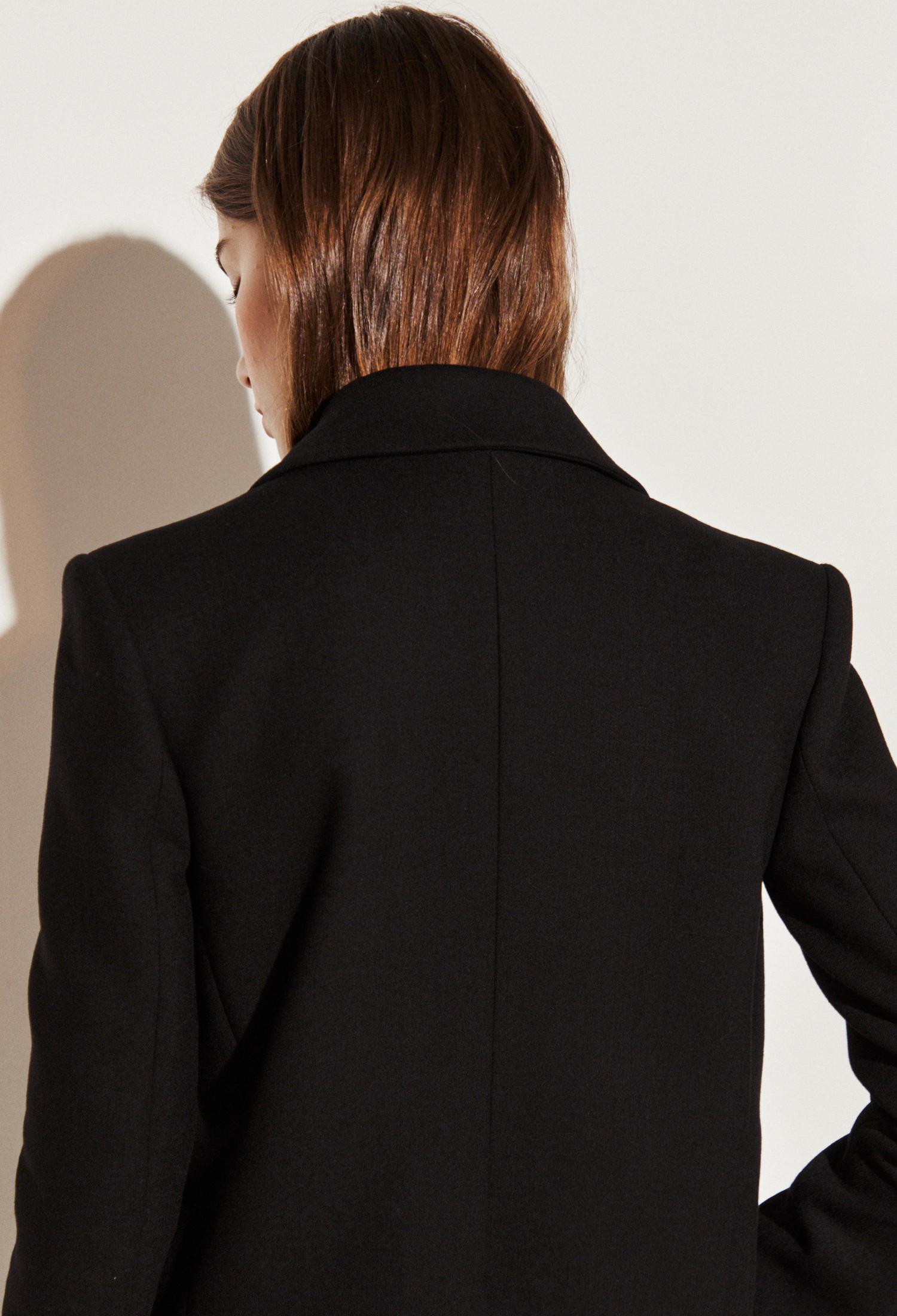 울 블렌드 버튼 장식 크롭 재킷 (BLACK)
